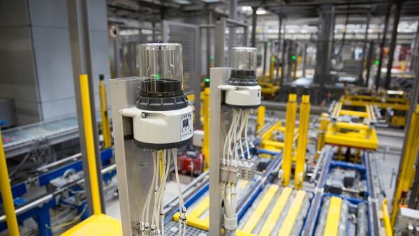 Autonome Teilsysteme sorgen im neuen Lager- und Verteilzentrum von Schaeffler für einen zuverlässigen Materialfluss.